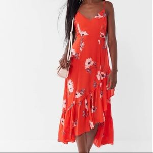 UO Fireworks Floral Tie-Back Ruffle Midi D…